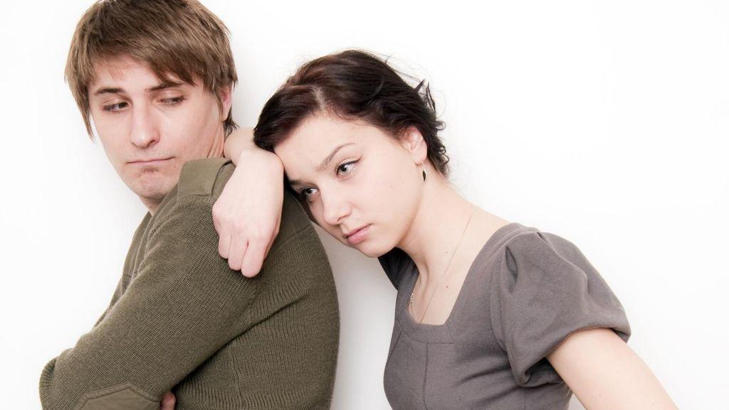 Pacar Seperti Mau Tak Mau Menjalani Hubungan, Akankah Tahun Depan Kami Nikah?