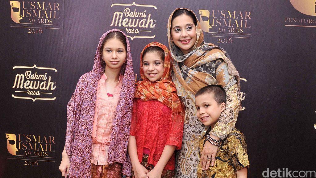 Kebersamaan Ayu Azhari dengan Anak-anaknya