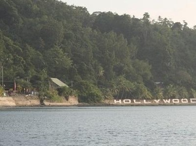 Pantai Hollywood yang Anti Mainstream di Ambon
