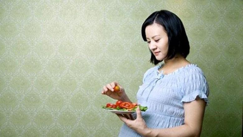Ilustrasi ibu hamil makan/ Foto: Thinkstock