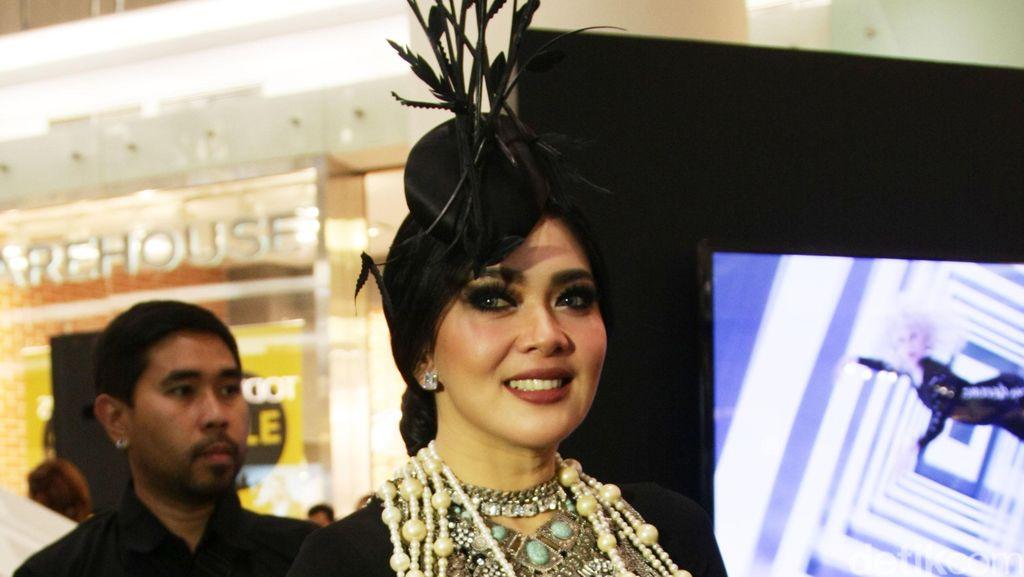 Foto: Penampilan Glamor ala Great Gatsby Syahrini