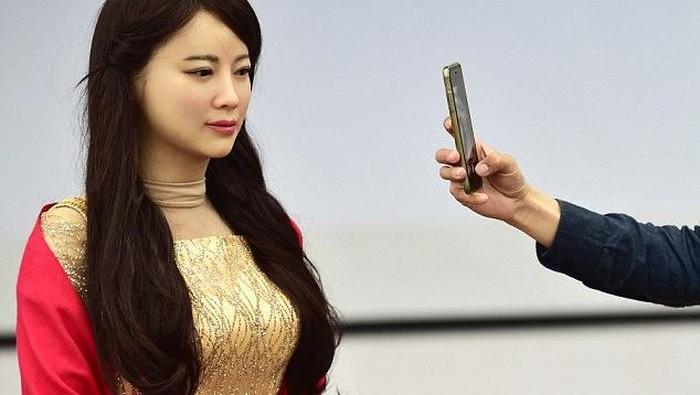 Jia Jia, robot cantik buatan China. Foto: GettyImages