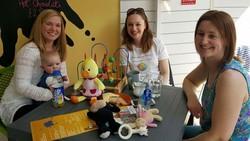 Untuk memenuhi kebutuhan ibu yang ingin memberikan ASI pada bayinya, Charlotte Purdie membuat kafe khusus ibu menyusui: The Milk Lounge.