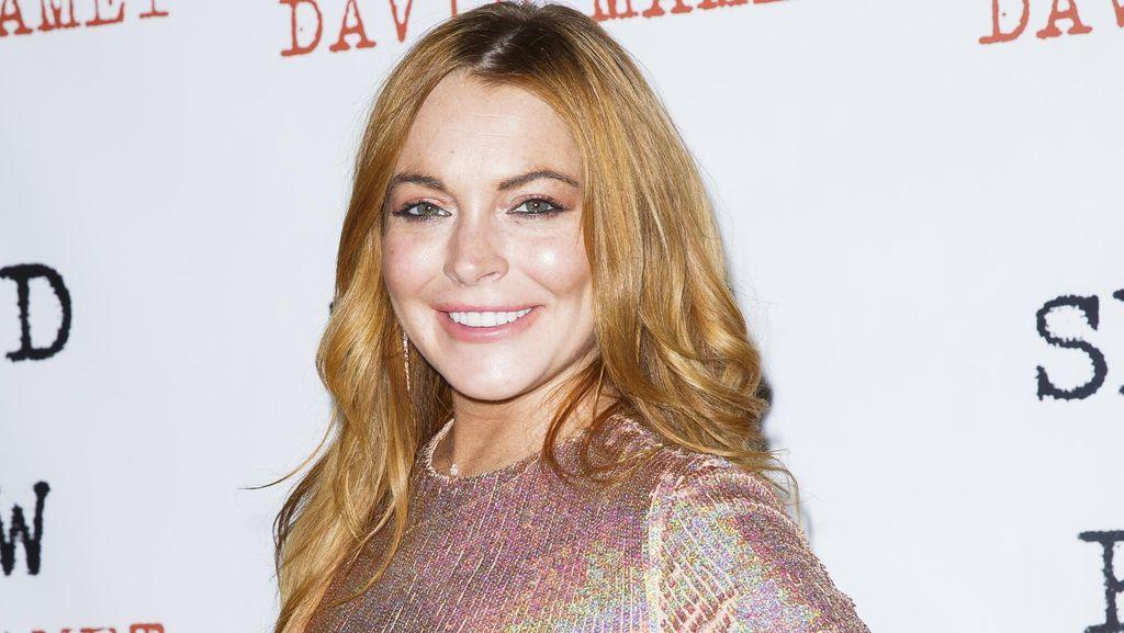 Lindsay Lohan Pamer Cincin Tunangan Lagi