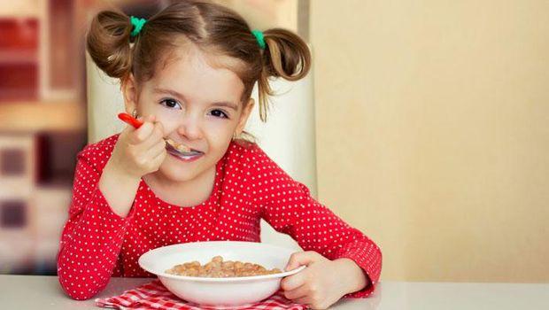 Anak Banyak Ngemil Makanan Manis? Perhatikan Porsinya!