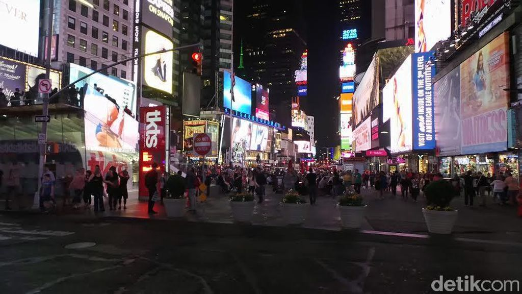 Silaunya Gemerlap Time Square Pusat Cahaya New York City