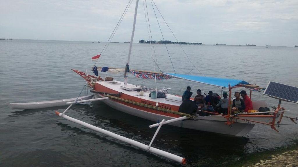 Kisah Perahu Pustaka, Berlayar Kitari Laut Flores Tebar Virus Membaca
