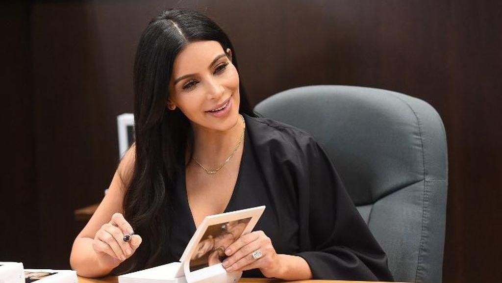 Rahasia Kim Kardashian Pakai Concealer di Bawah Mata untuk Tampil Flawless