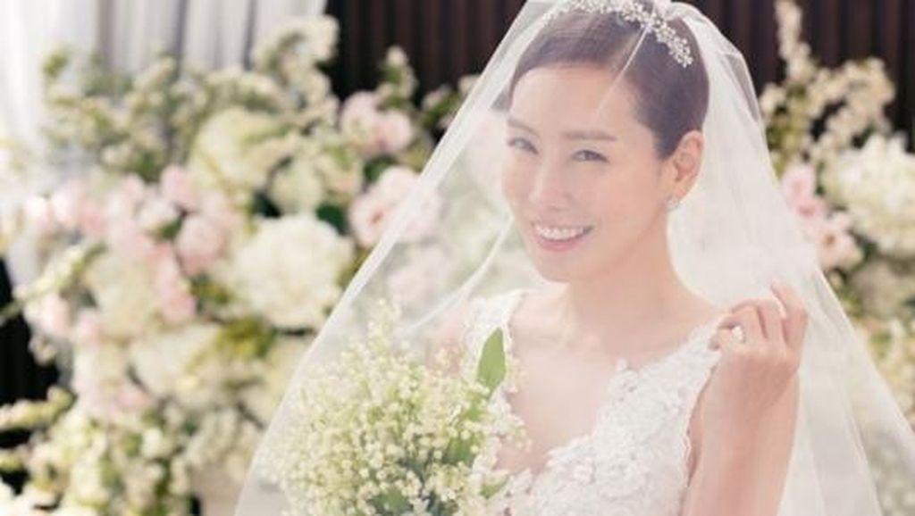 Senyum Bahagia Kim Jung Eun yang Menikah di Musim Semi