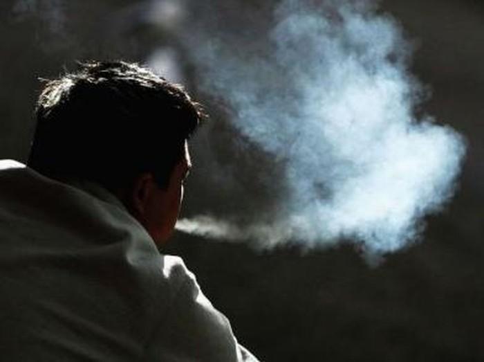Mereka yang menghirup residu residu rokok disebut third hand smoker. (Foto: Ian Waldie/Gettyimages)