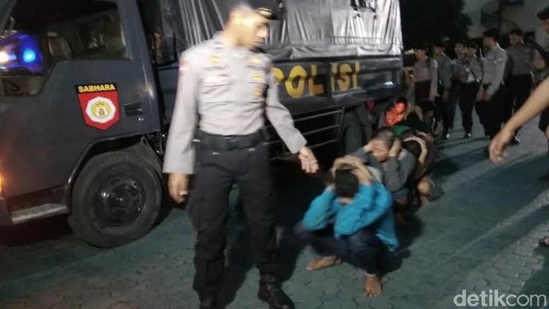27 Tersangka Sweeping di Tol Suramadu Ditahan dan Dititipkan di Polda Jatim