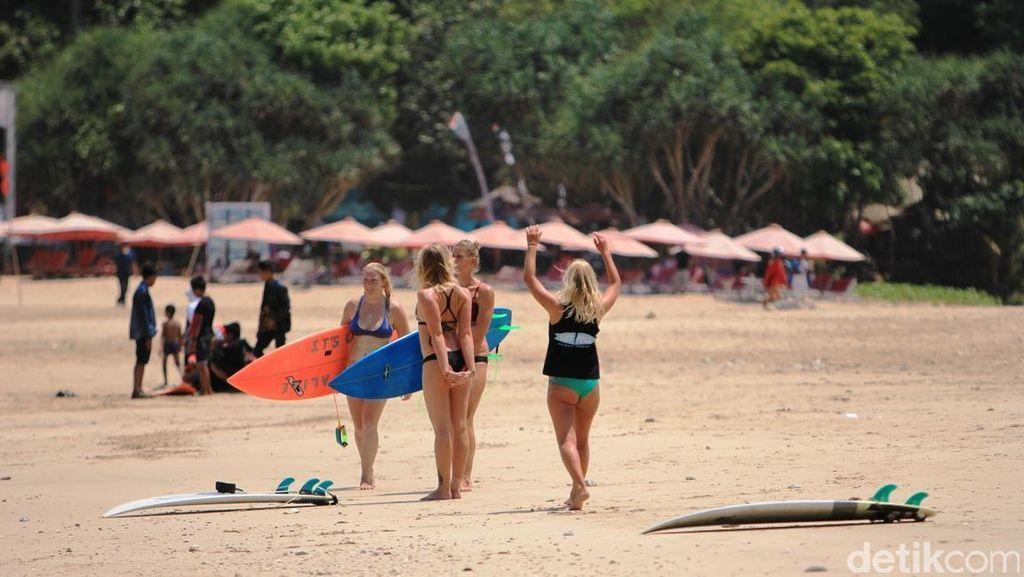 Serunya Belajar Surfing & Sunset di Pulau Merah Banyuwangi