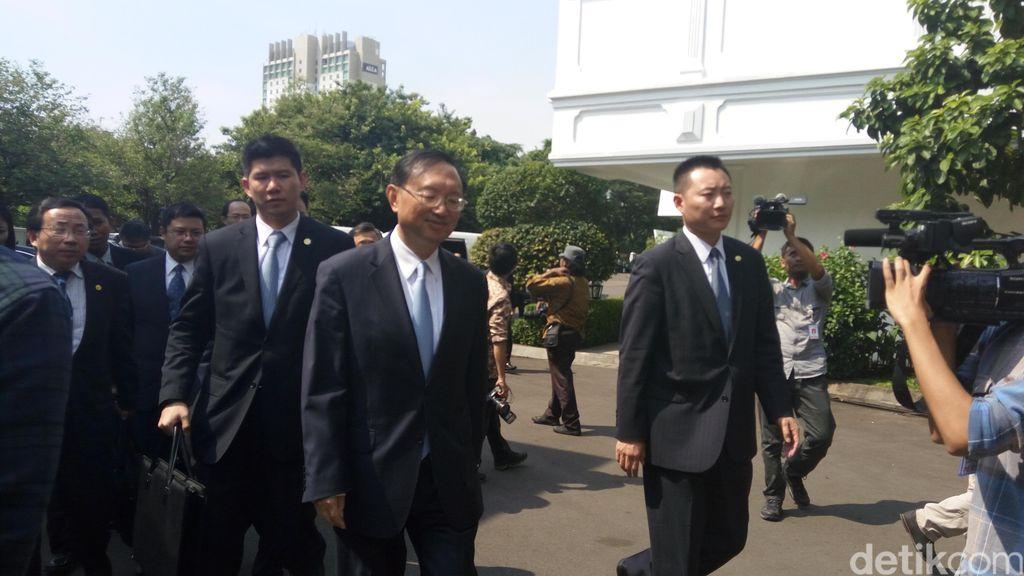Anggota Dewan Negara China Temui Presiden Jokowi di Istana