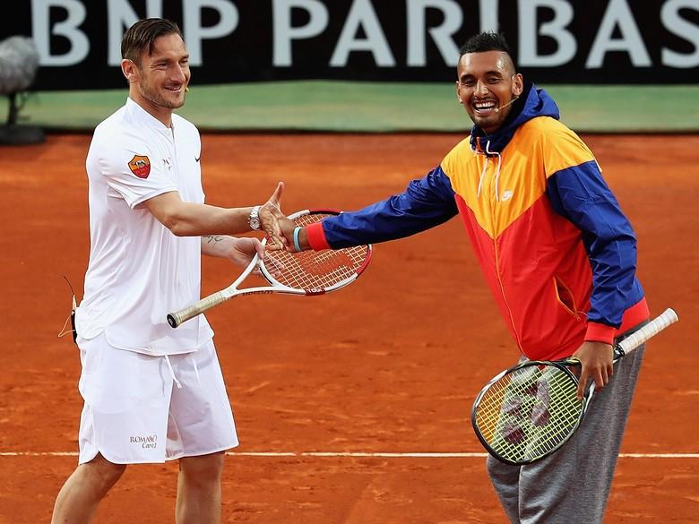 Saat Totti dan Kyrgios Berduet di Lapangan Tenis