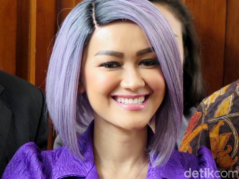 Lagu Julia Perez dan Zaskia Gotik Dilarang Diputar di Radio dan TV di Jabar