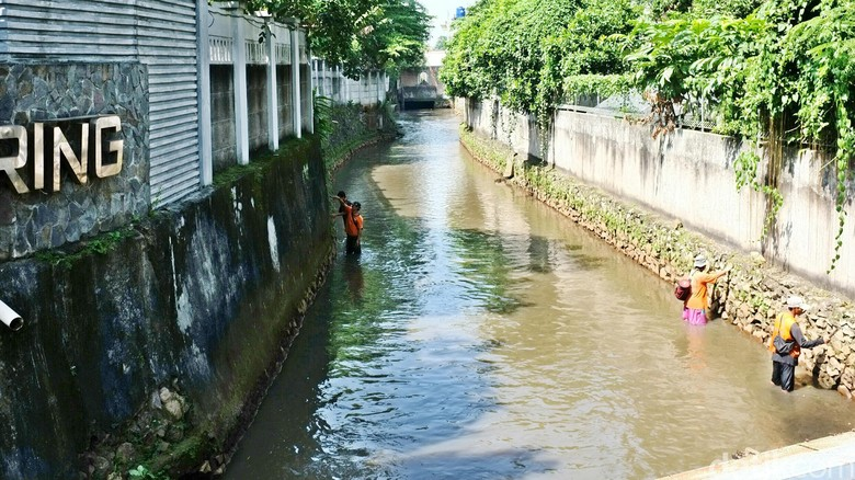 Sungai di Jati Padang Bersih dari Sampah