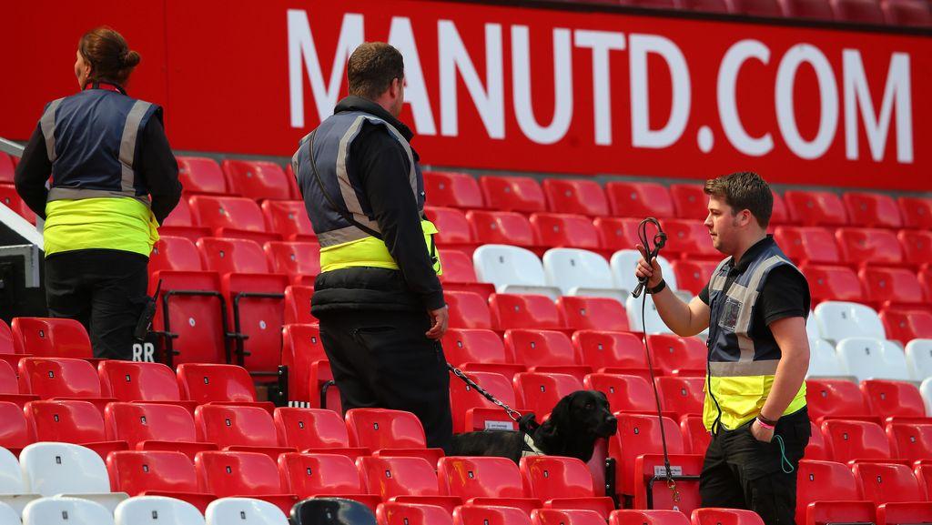 Blunder Bom Palsu yang Membuat Seisi Old Trafford Dievakuasi