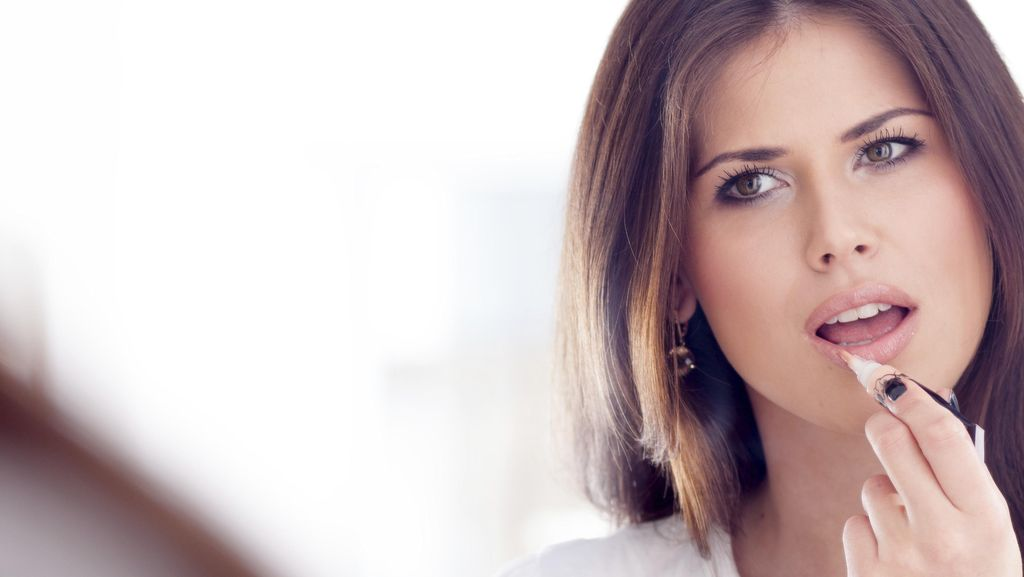 Ini Kesalahan Pakai Lipstik yang Bikin Kamu 10 Tahun Lebih Tua