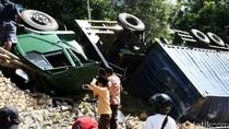 Truk Terbalik di Lombok Timur