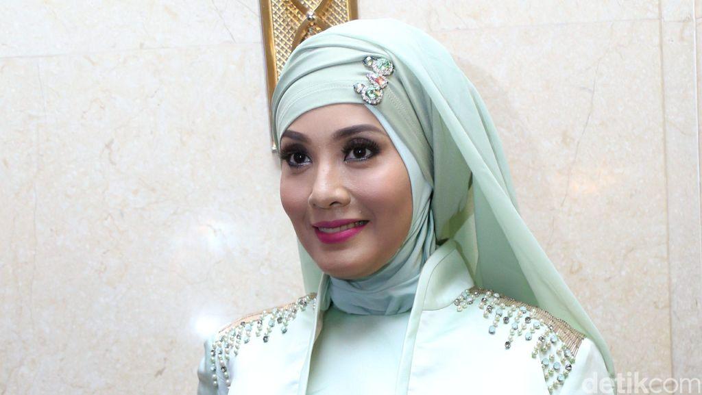 Kisah Elma Theana Cabut dari Padepokan, Nikita Mirzani Asuransi Payudara
