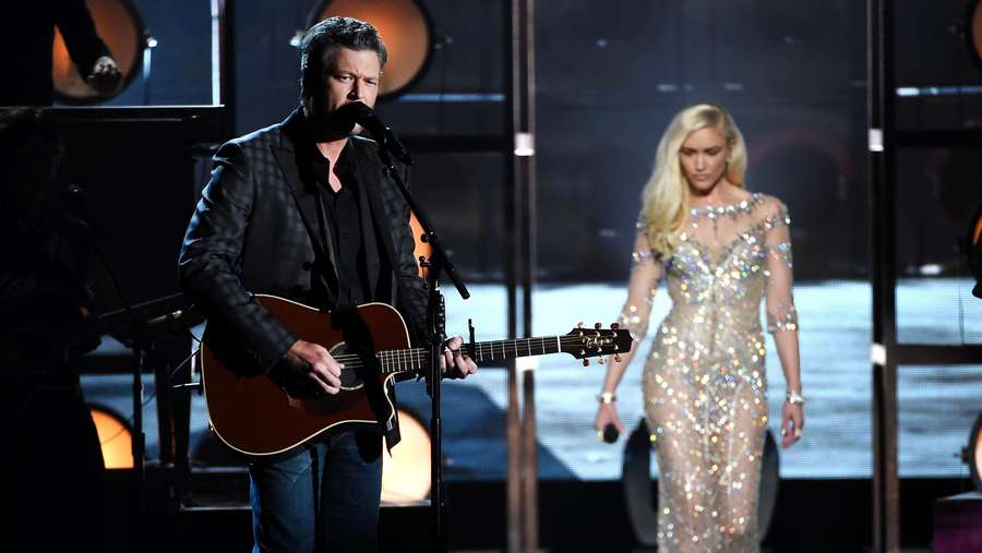 Gwen Stefani Superseksi Tampil Bareng Blake Shelton