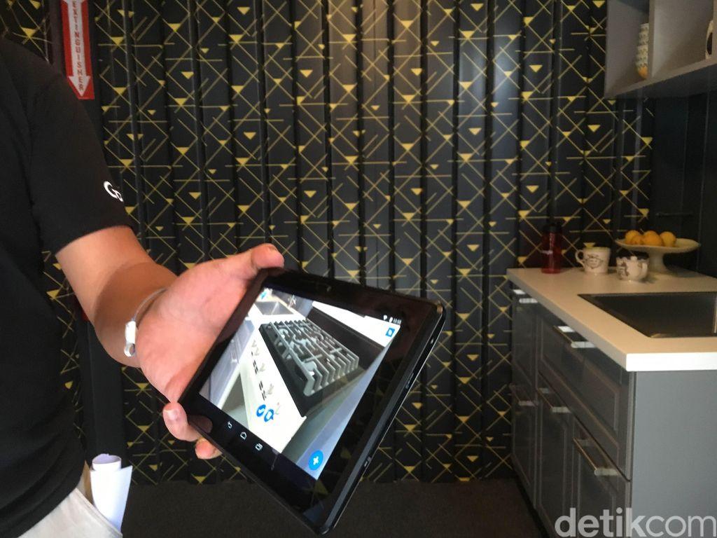 Project Tango dari Google digadang-gadang teknologi mumpuni untuk mengakrabkan orang dengan teknologi Augmented Reality atau AR. Tapi sistem tiga kameranya dinilai ribet dan ujung-ujungnya hanya diterapkan di dua smartphone, Lenovo Phab 2 Pro dan Asus Zenfone AR. Akhirnya belum lama ini, Google resmi mematikan proyek Project Tango. Foto: detikINET/Achmad Rouzni Noor II