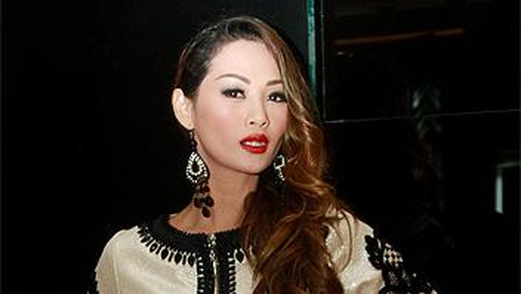 Indah Kalalo Datang ke NYFW untuk Dukung Fashion Show Anniesa Hasibuan