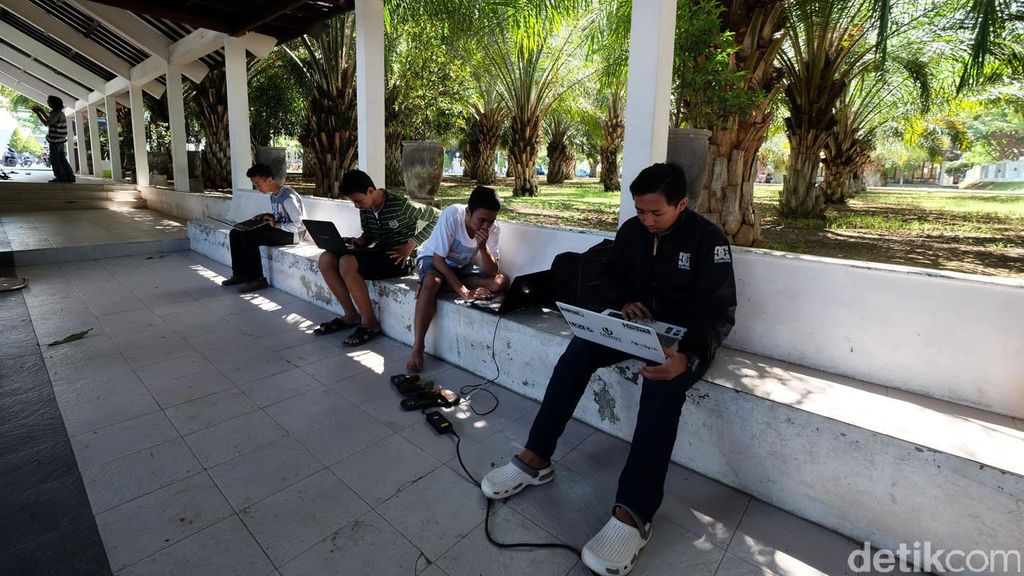 Orang Indonesia Gampang Percaya Internet