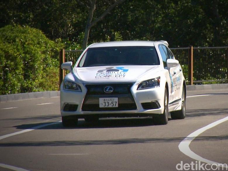Toyota Demonstrasikan Teknologi Otonom pada Pemimpin Dunia