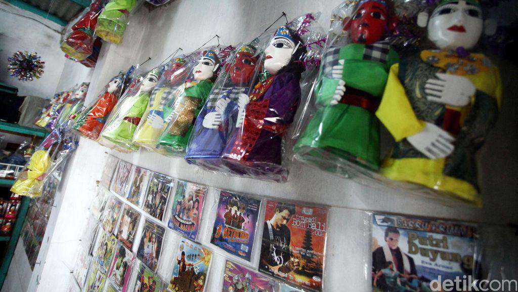 Penjual Miniatur Ondel-ondel di Setu Babakan