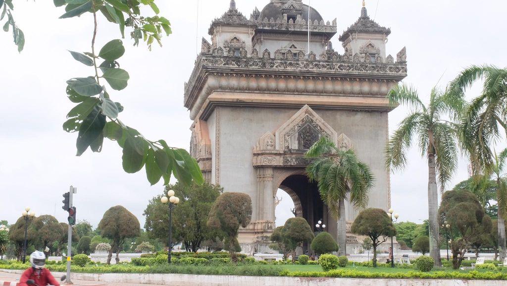Potret Arc de Triomphe ala Laos