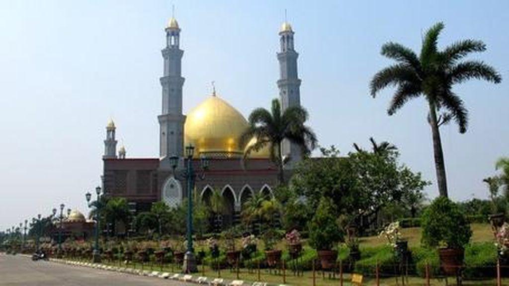 Depok & 4 Kota Dunia yang Punya Masjid Kubah Emas