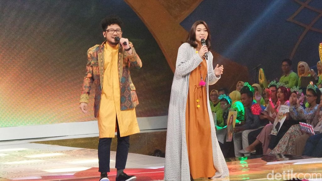 Duet Isyana dan Kunto Aji Buka Grand Final Sunsilk Hijab Hunt 2016