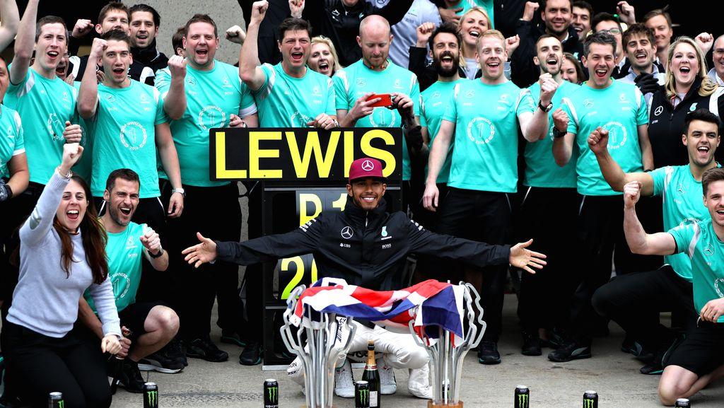Hamilton Dedikasikan Kemenangannya untuk Muhammad Ali