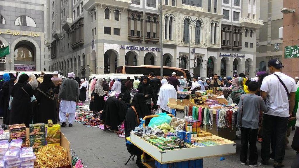 Penampakan Pasar Kaget Tiap Habis Salat di Madinah