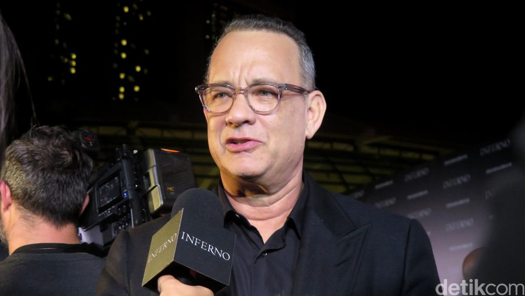 So Sweet, Tom Hanks Bantu Pria Lamar Kekasih Saat Peluncuran Bukunya