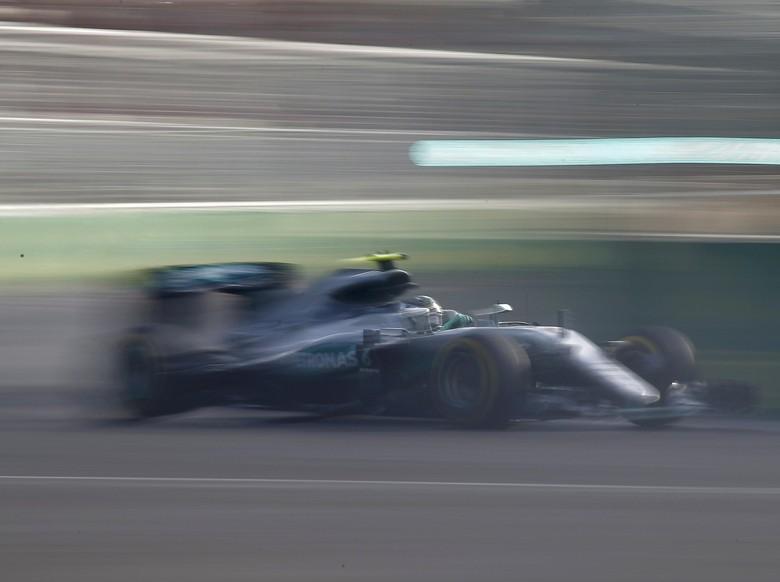 Rosberg Menangi Balapan di Baku