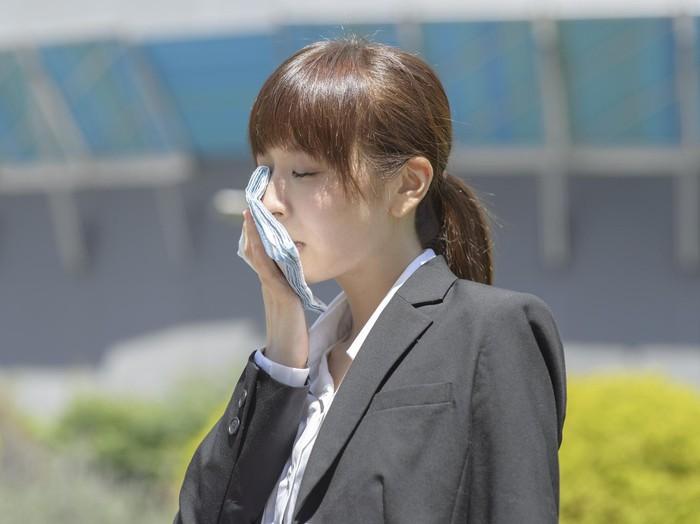 Michael J. Breus, PhD, seorang pakar di bidang kesehatan tidur menyebutkan bahwa dehidrasi hingga kulit bibir mengering adalah tanda bahwa tubuh mulai tumbang. Semakin Anda merasa lelah, maka Anda semakin dehidrasi, ujarnya. (Foto: ilustrasi/thinkstock)