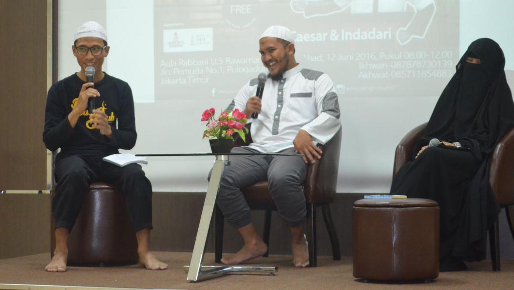 Kisah Hijrah Caisar YKS, Dicemooh Hingga Jadi Penjual Baju