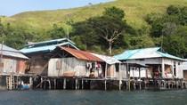 Penampakan Desa Terapung di Danau Sentani
