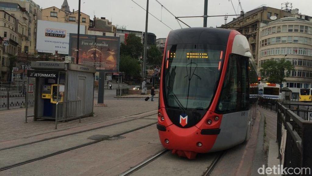Pengalaman Naik Kereta Metro & Trem Tertua Kedua di Dunia