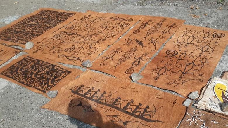 Foto: Lukisan kulit kayu (Elza/detikTravel)