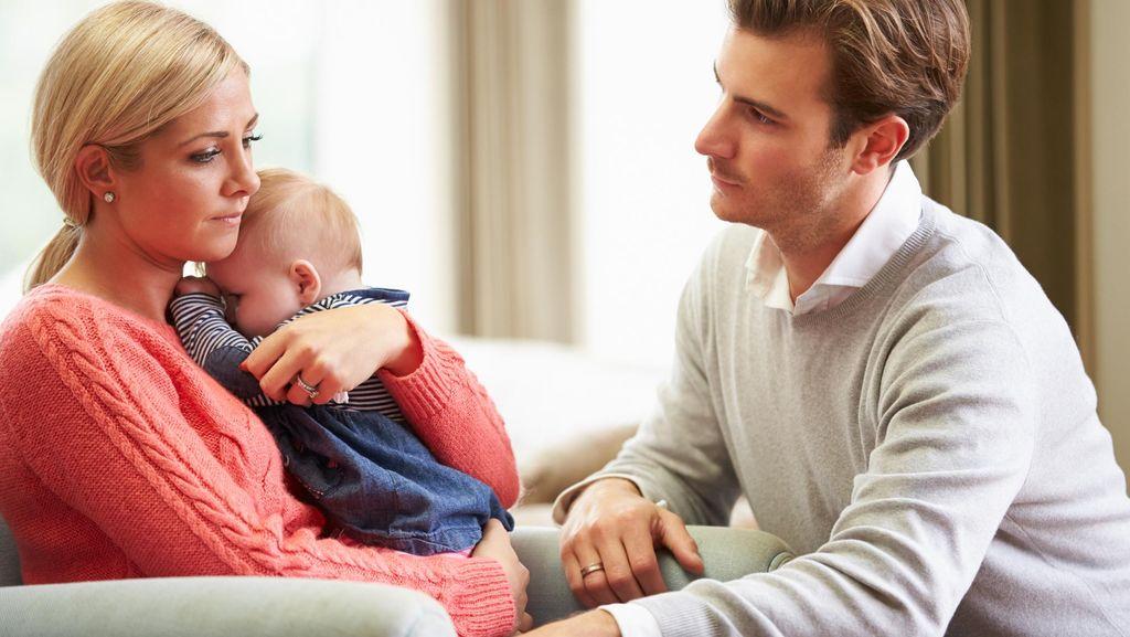 Yang Buat Ibu Masa Kini Tertekan Saat Mengasuh Anak: Mertua dan Media Sosial