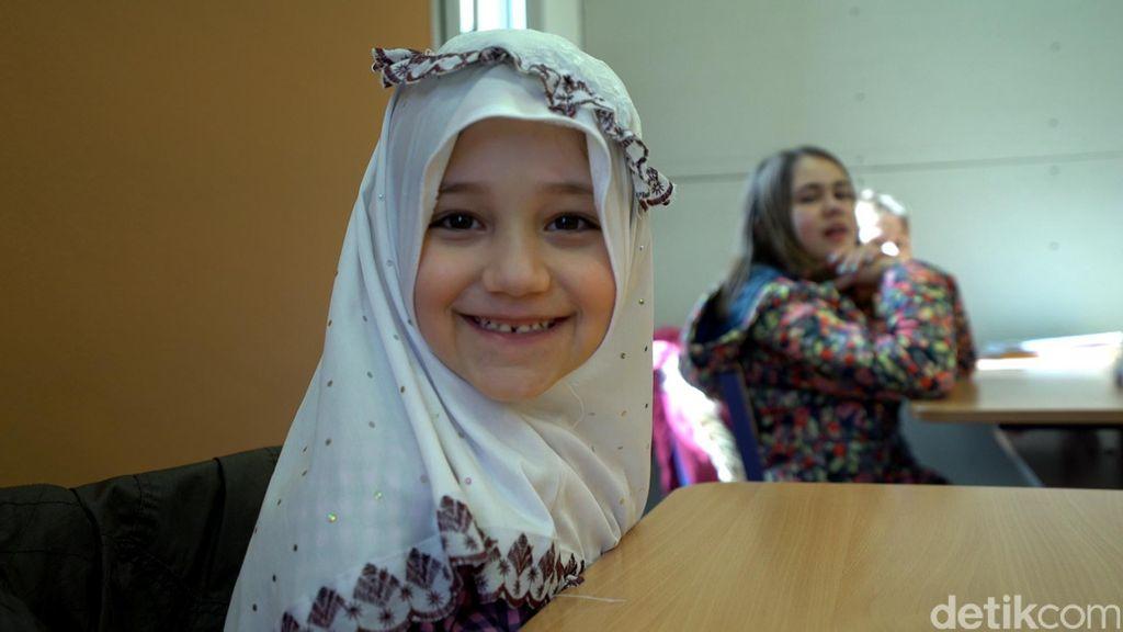 Anak Muslim Budapest Belajar Alquran