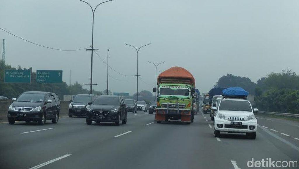 Long Weekend, Lalin Tol Jakarta-Cikampek Padat di Sejumlah Titik