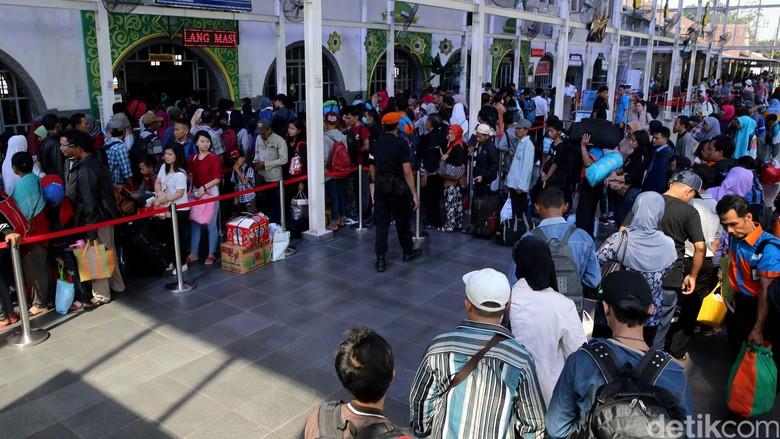 700 Ribu Penumpang akan Mudik dari Stasiun Gambir dan Senen