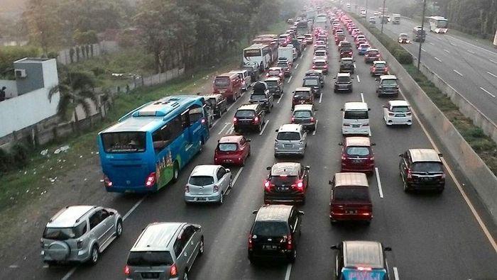 Jalan Tol Jakarta-Cikampek (Foto: Deden Purwanto/pasangmata)