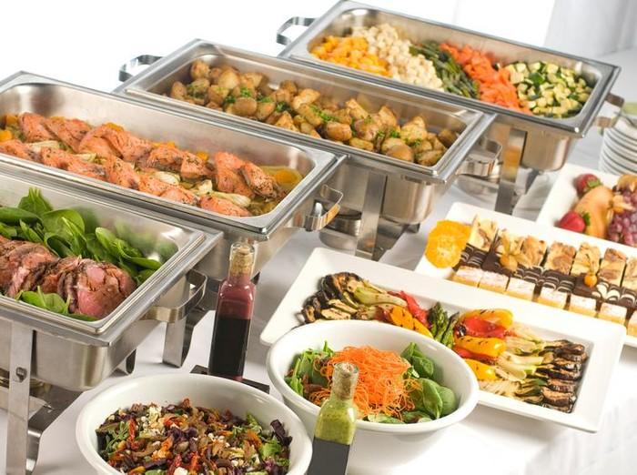 Menu sehat yang bisa dimakan saat kondangan tanpa bikin gemuk/Foto: iStock