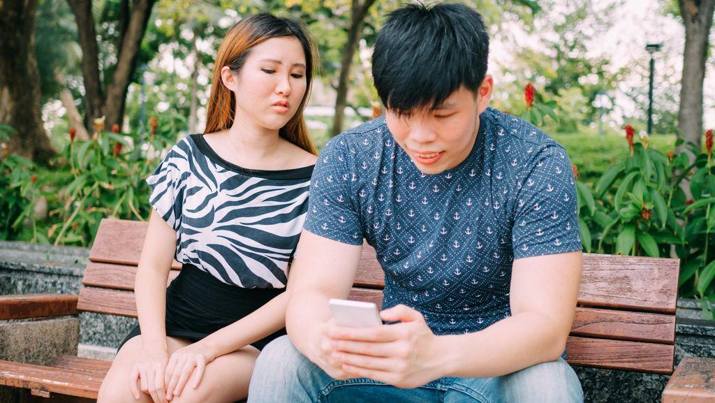 Di Hari dan Jam Ini Biasanya Orang Suka Menghubungi Selingkuhan