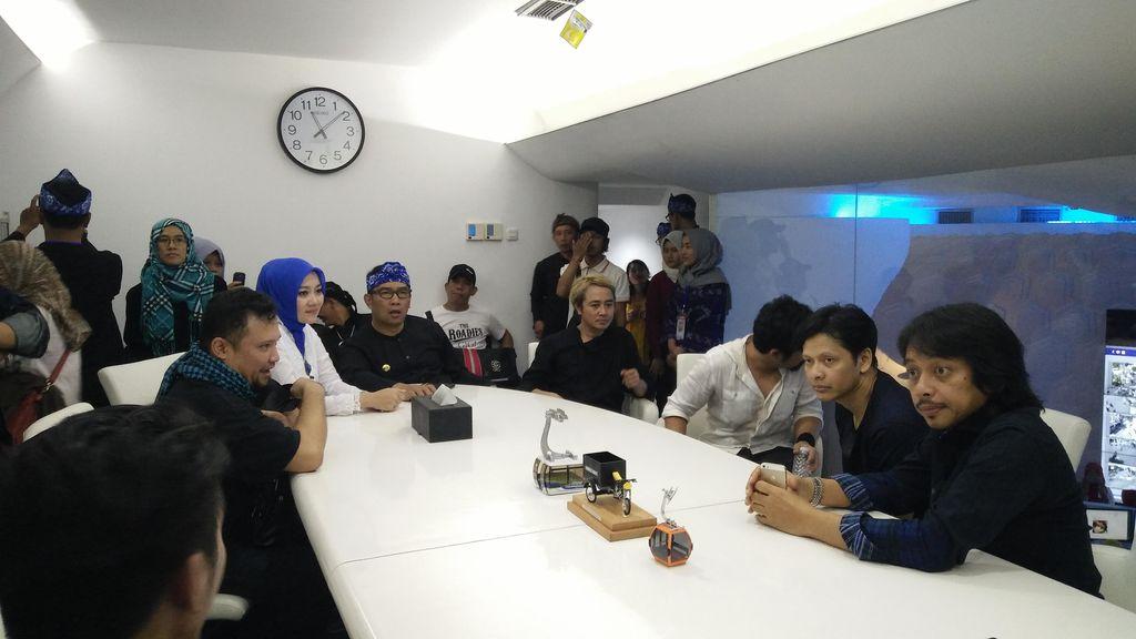 Ridwan Kamil Ajak Personel Gigi ke Command Center usai Halal Bihalal
